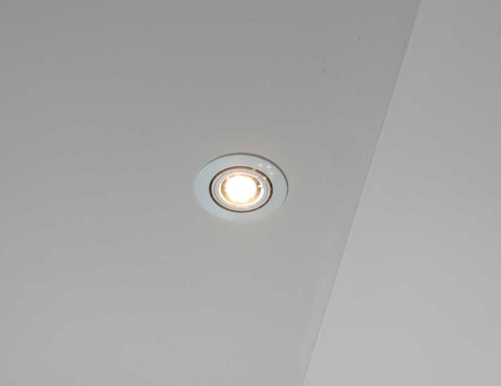 Halogen downlight in roof