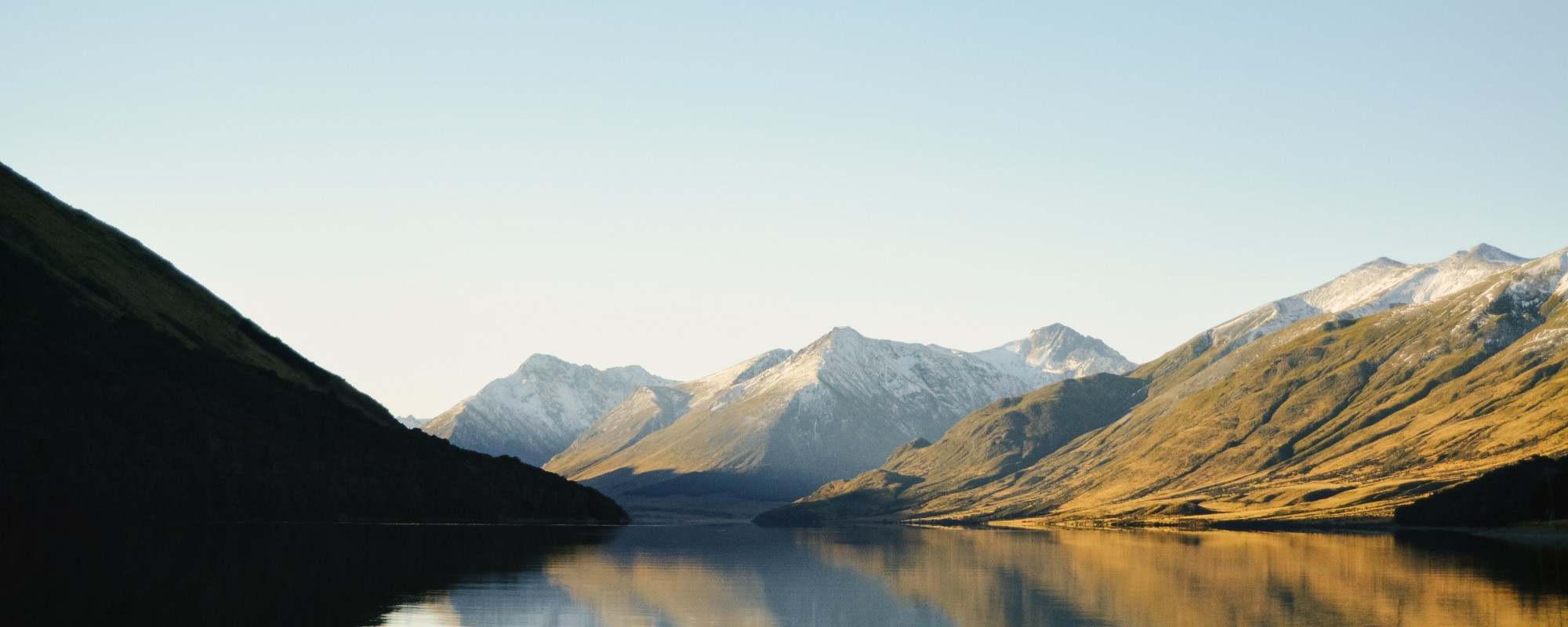 New Zealand mountains and lake