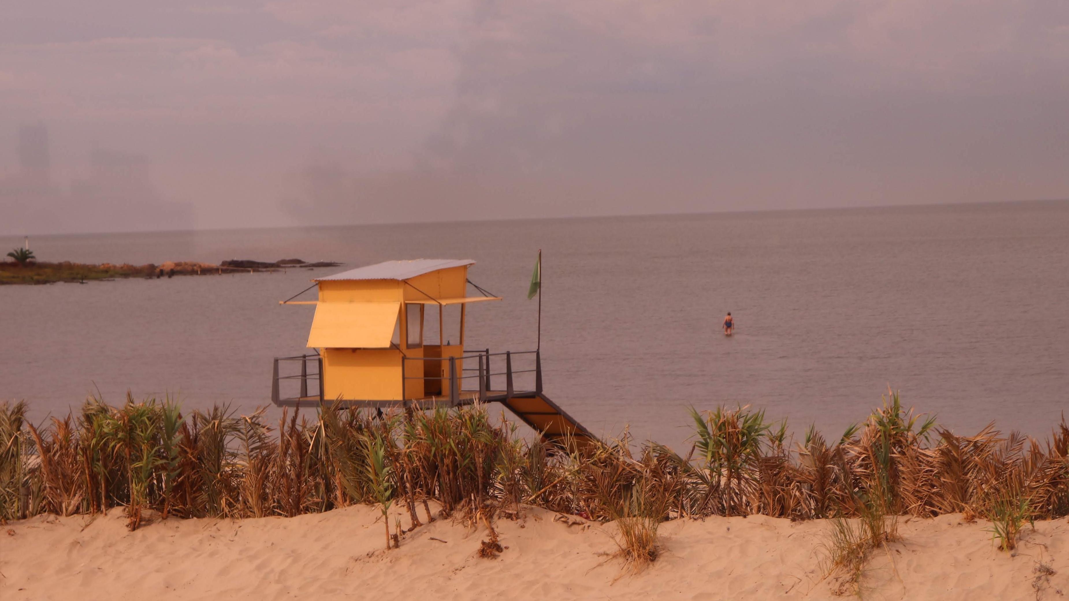 Yellow lifeguard hut. (Montevideo, Uruguay)