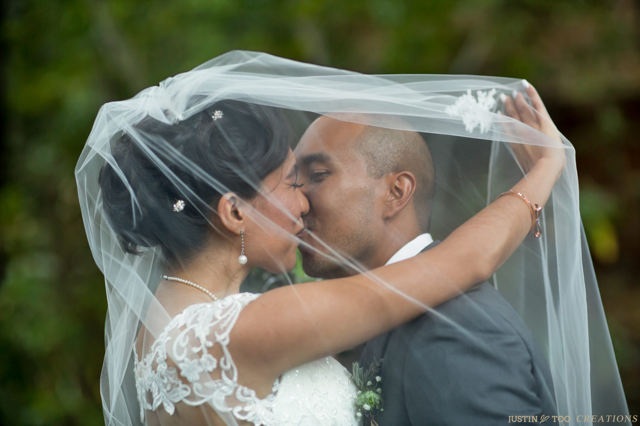 justin too creations, wedding photo, bride and groom kissing