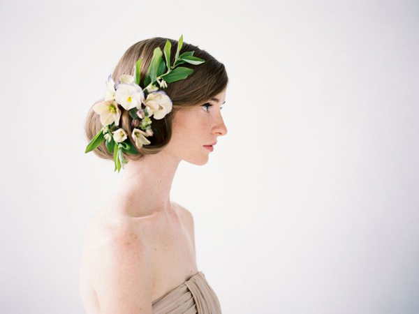 flowers in hair, hair accessories, photoshoot extras
