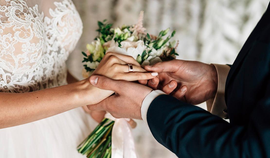 Imagen de novios casándose. Matrimonio. Casarse ante notario. Notaría Diagonal 550.