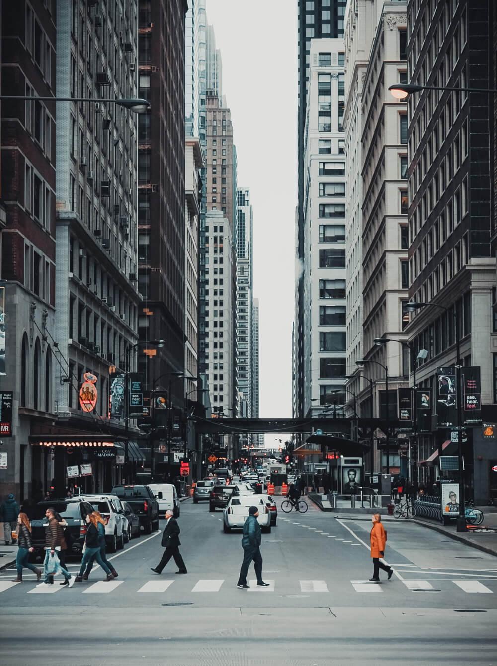 chicago street by millenium park