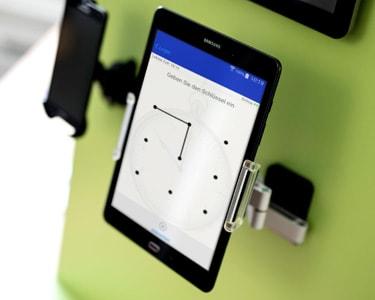 Zeiterfassung berührungsloser Technologie mit TimeAssist Tablet App