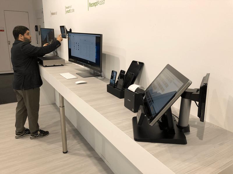 """Self-Checkout Kasse oder dem Warenverteilsystem """"smartPicking"""" von HS-Soft"""