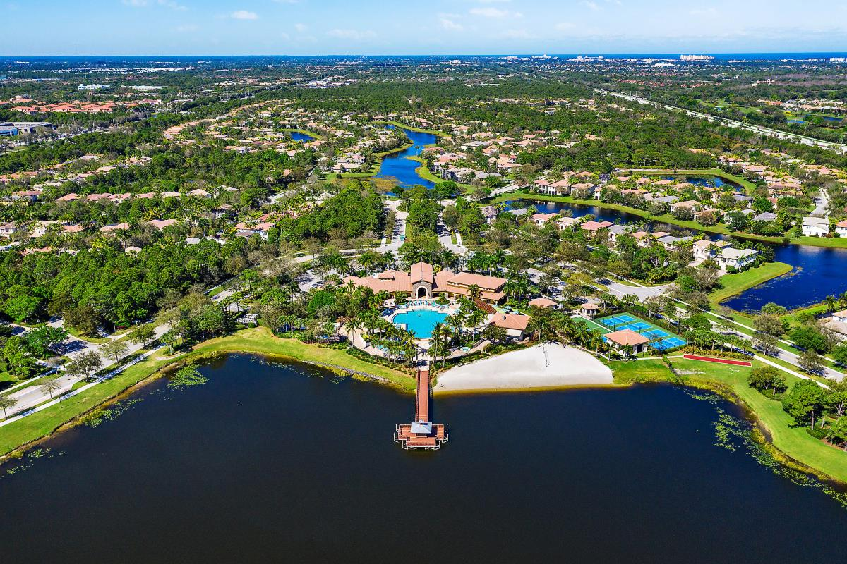 Aerial view of Evergrene lake and clubhouse