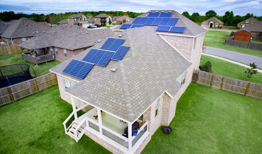 solar panels offer many benefits to homeowners