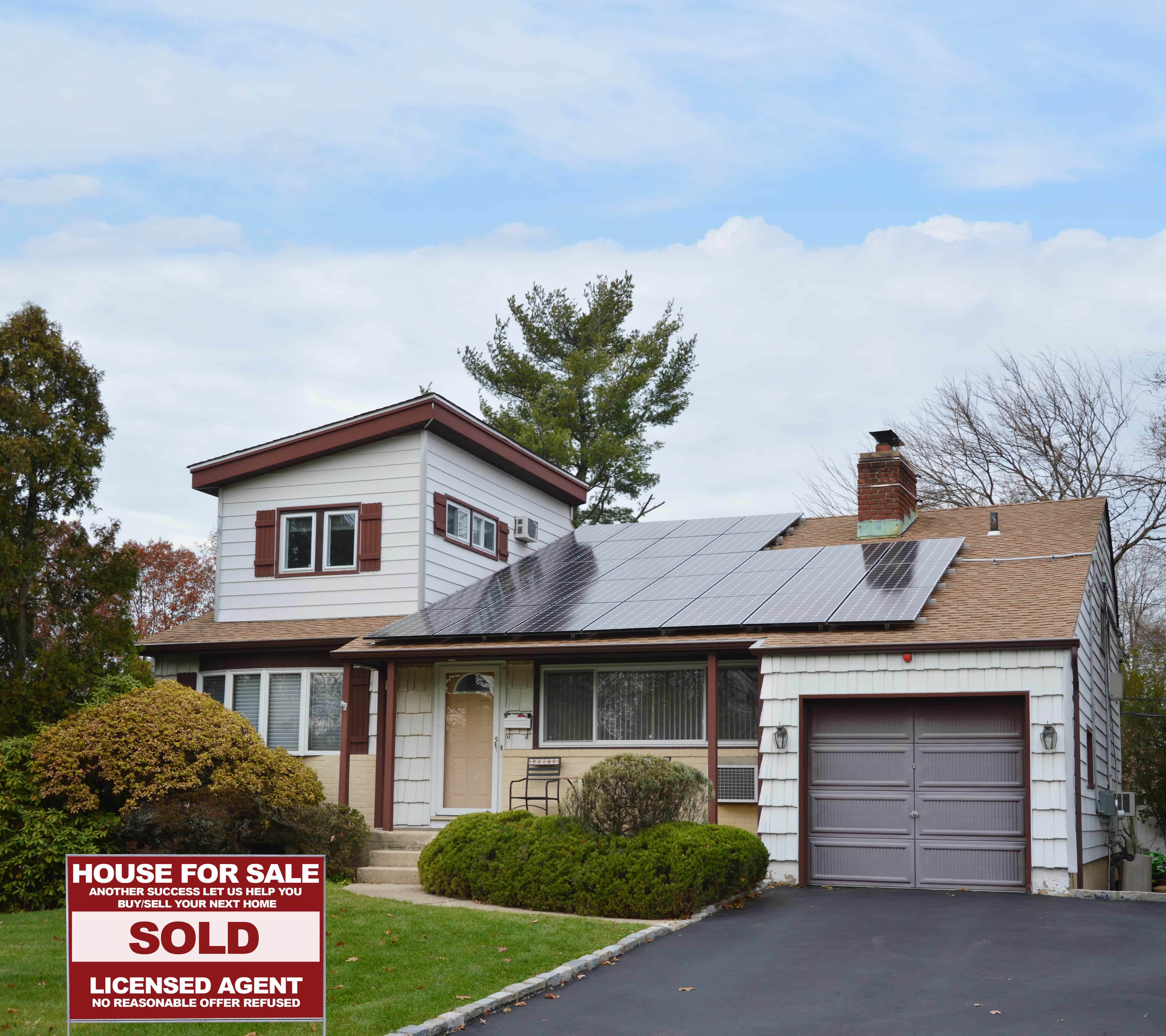 How to sell a home with solar panels