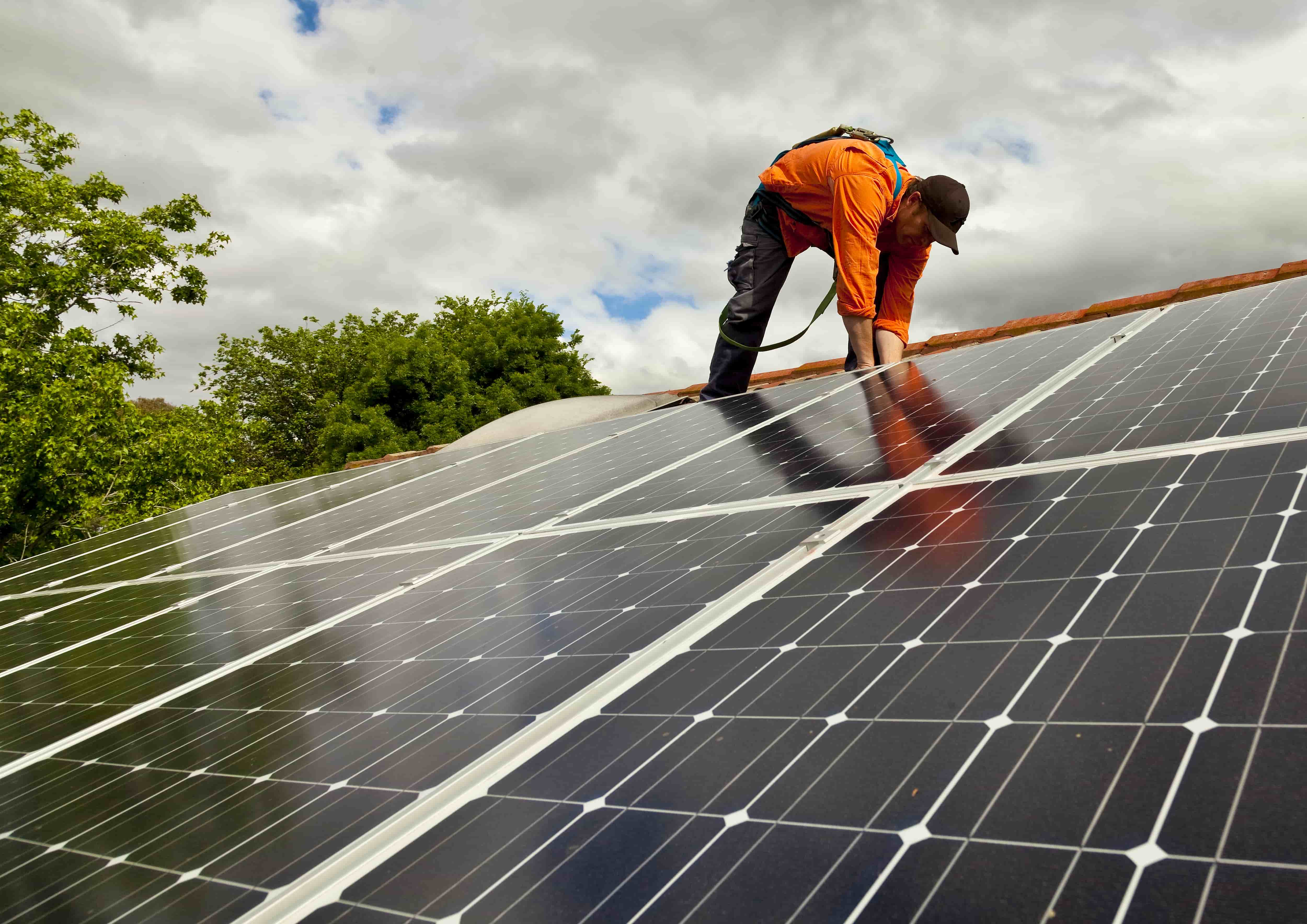 how many hours of sunlight will solar panels receive in Arkansas and Missouri?