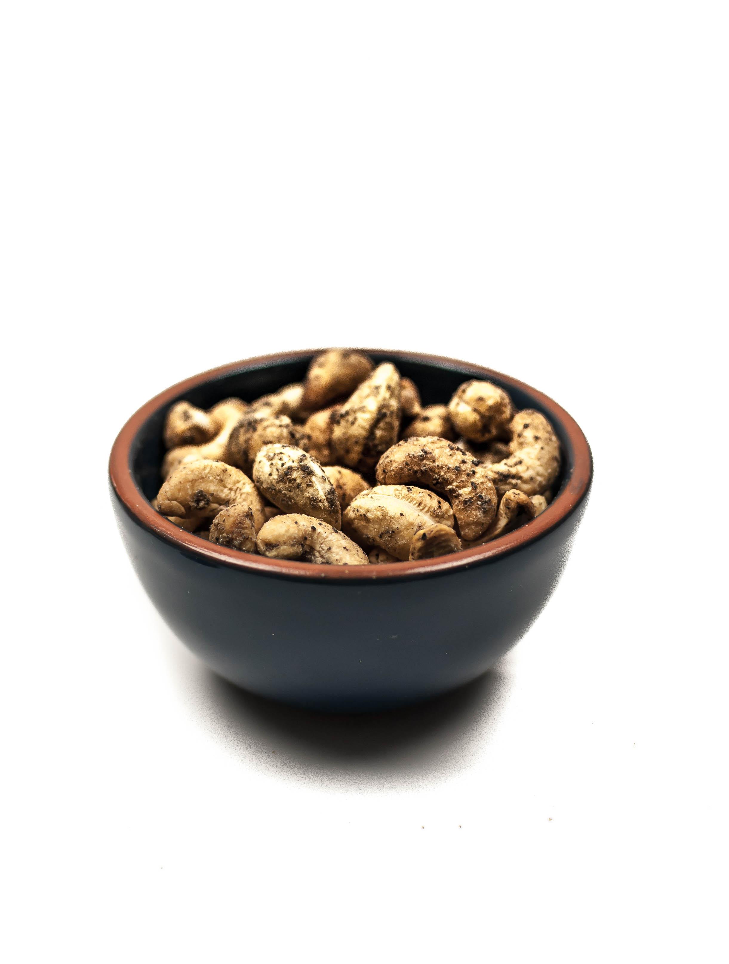 ramekin-black-pepper-cashews