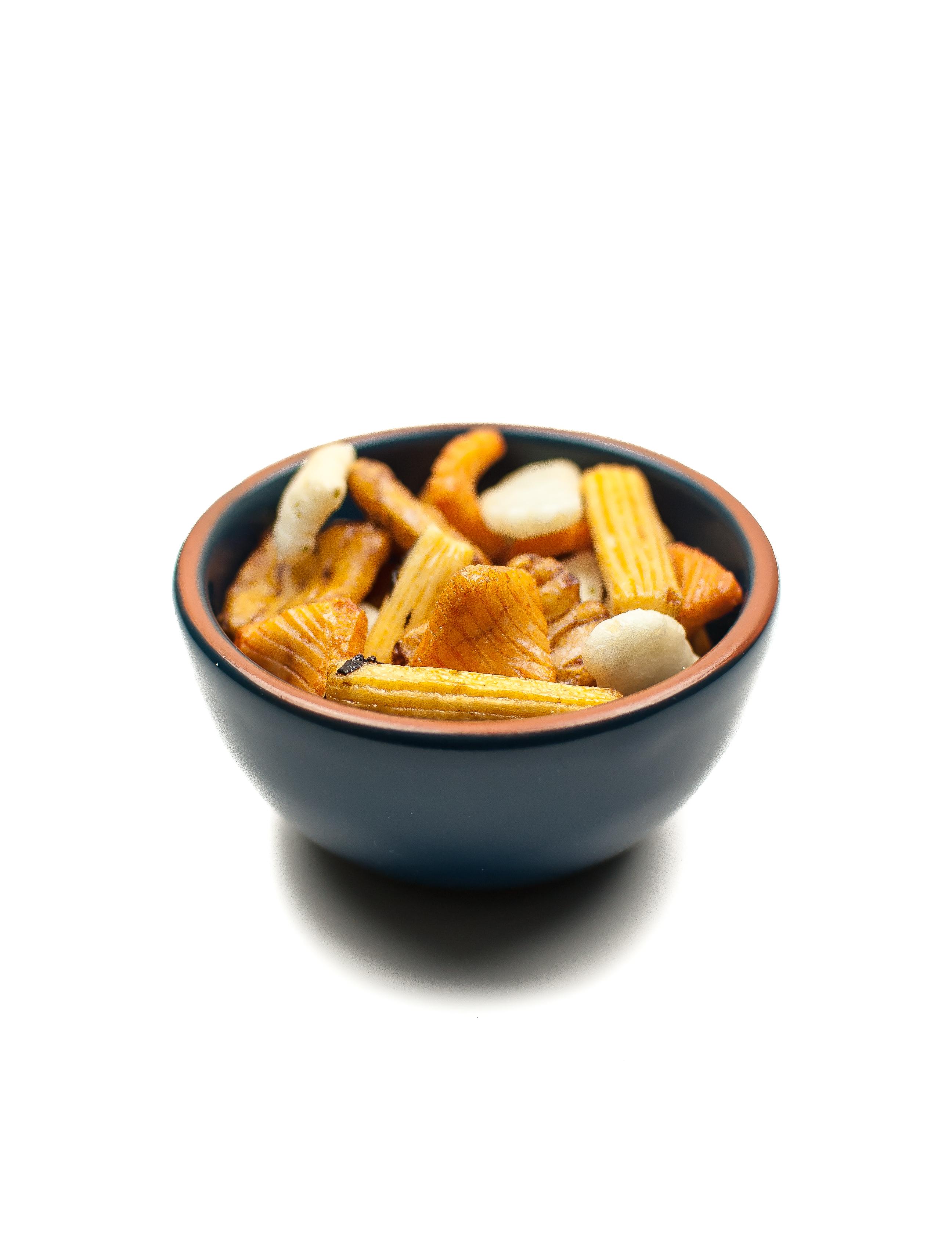 ramekin-japanese-rice-crackers