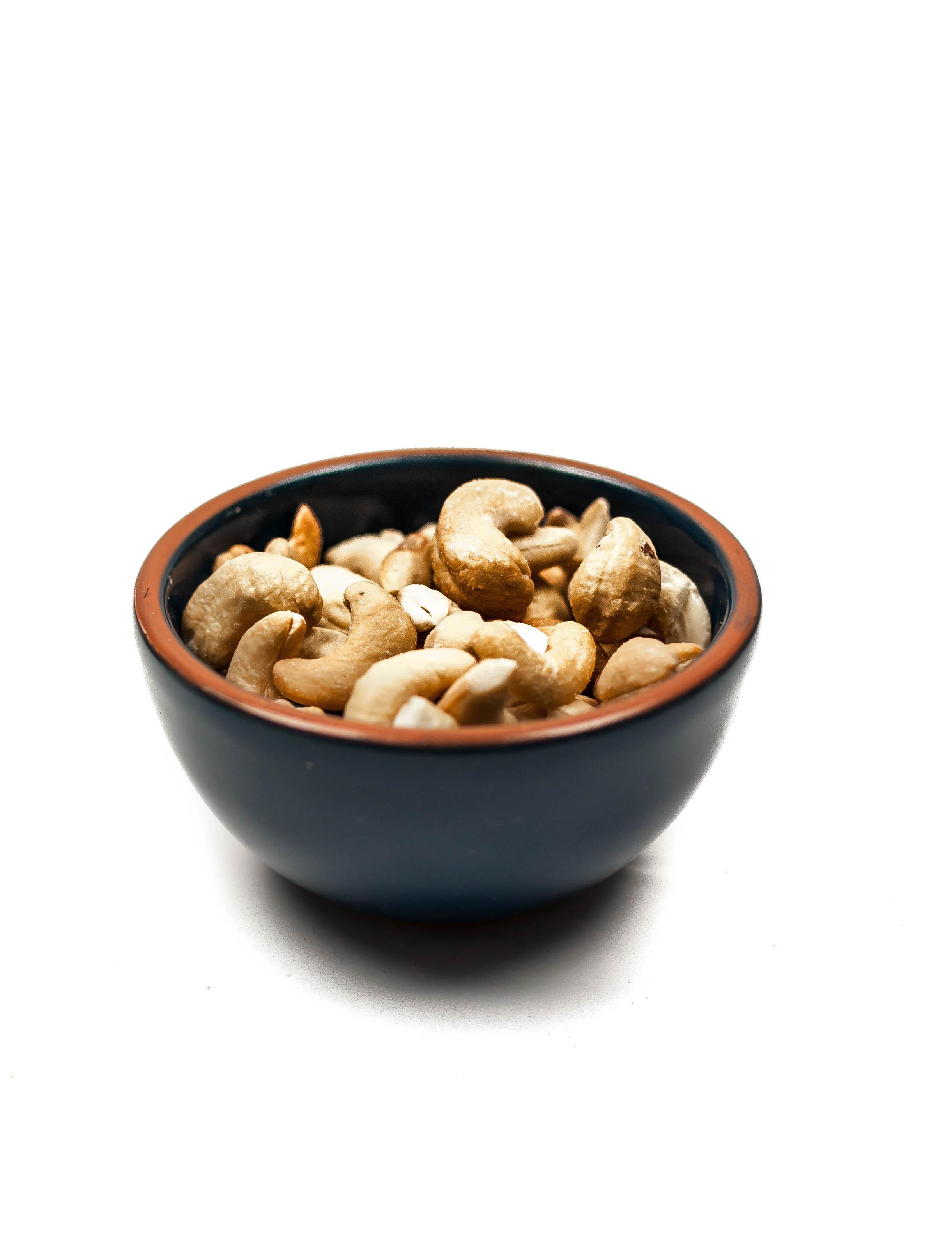 ramekin-salted-roasted-cashews