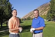 2 men golfing