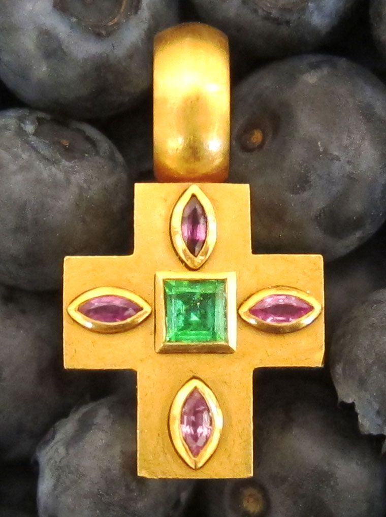 Gold cross with emrald & amethysts made by SÉVIGNÉ