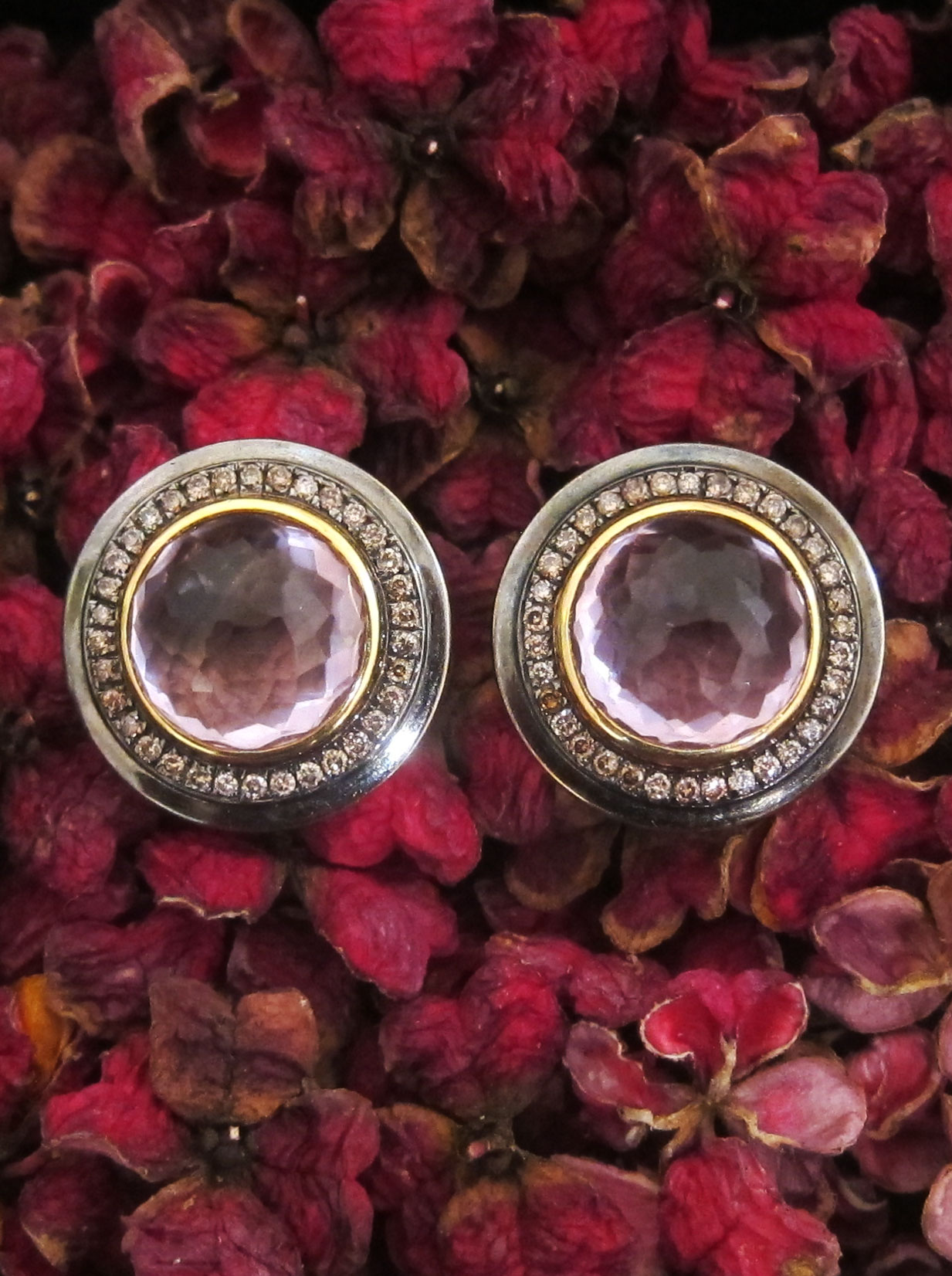 Ear studs with an amethyst and brown diamonds
