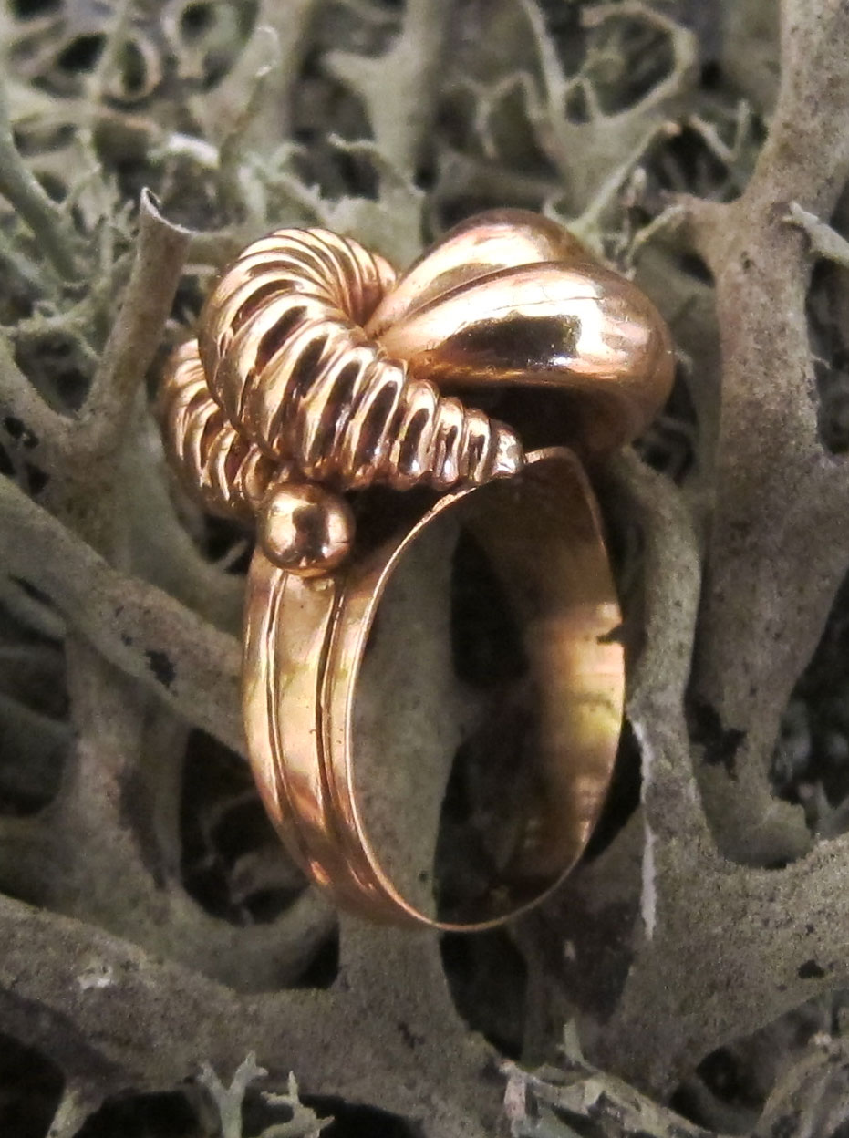 Fancy pink gold ring