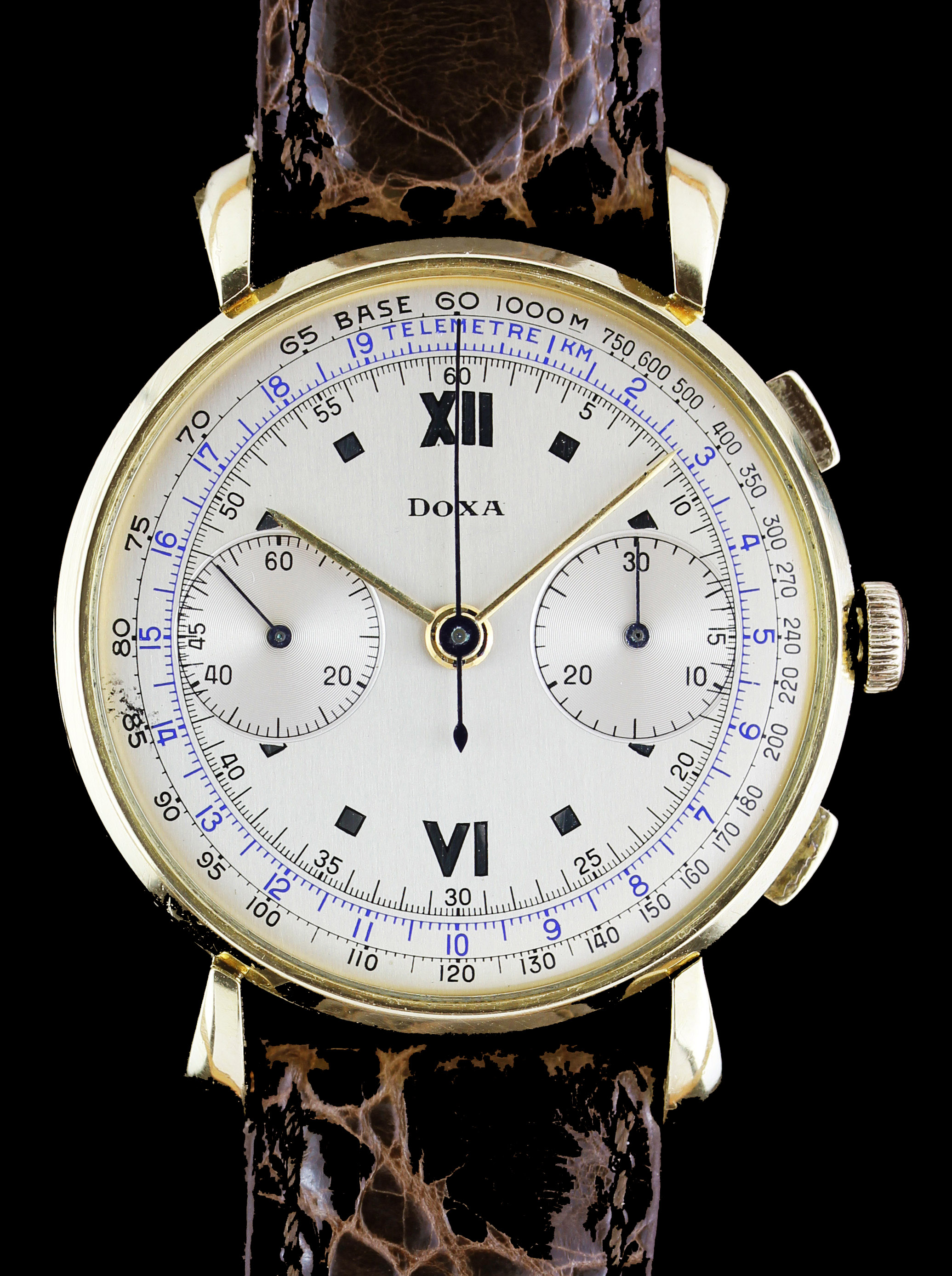 Oversize DOXA chronograph in gold
