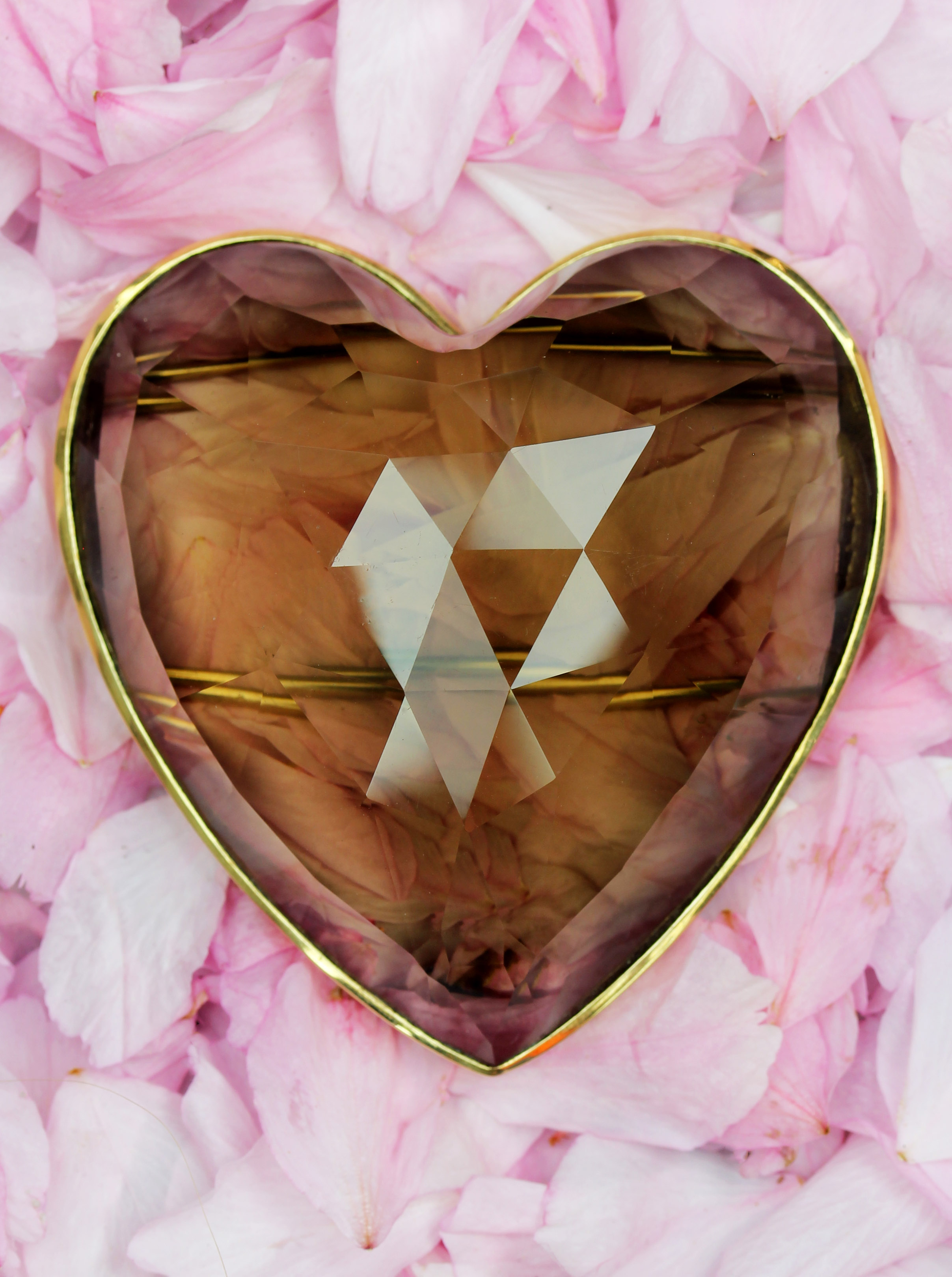 Facetted Smoke Topaz heart brooch in gold