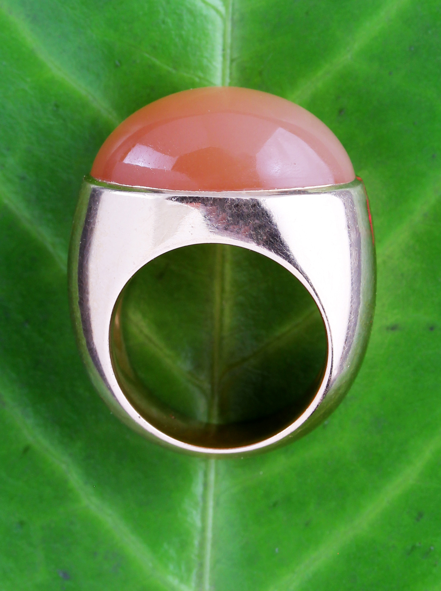Heavy ring in rose gold with moonstone
