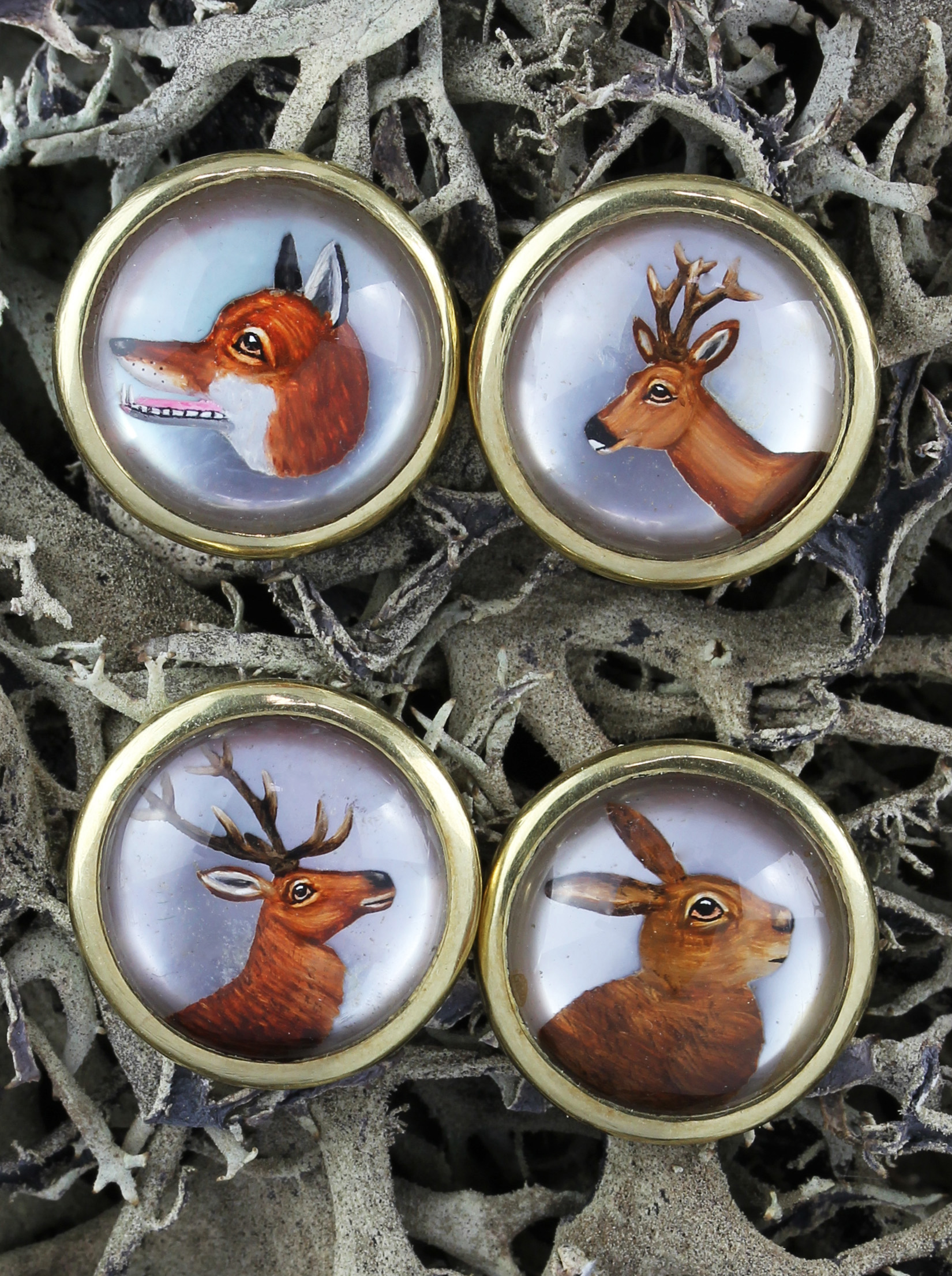 Extremely rare pair of hunting cufflinks in gold