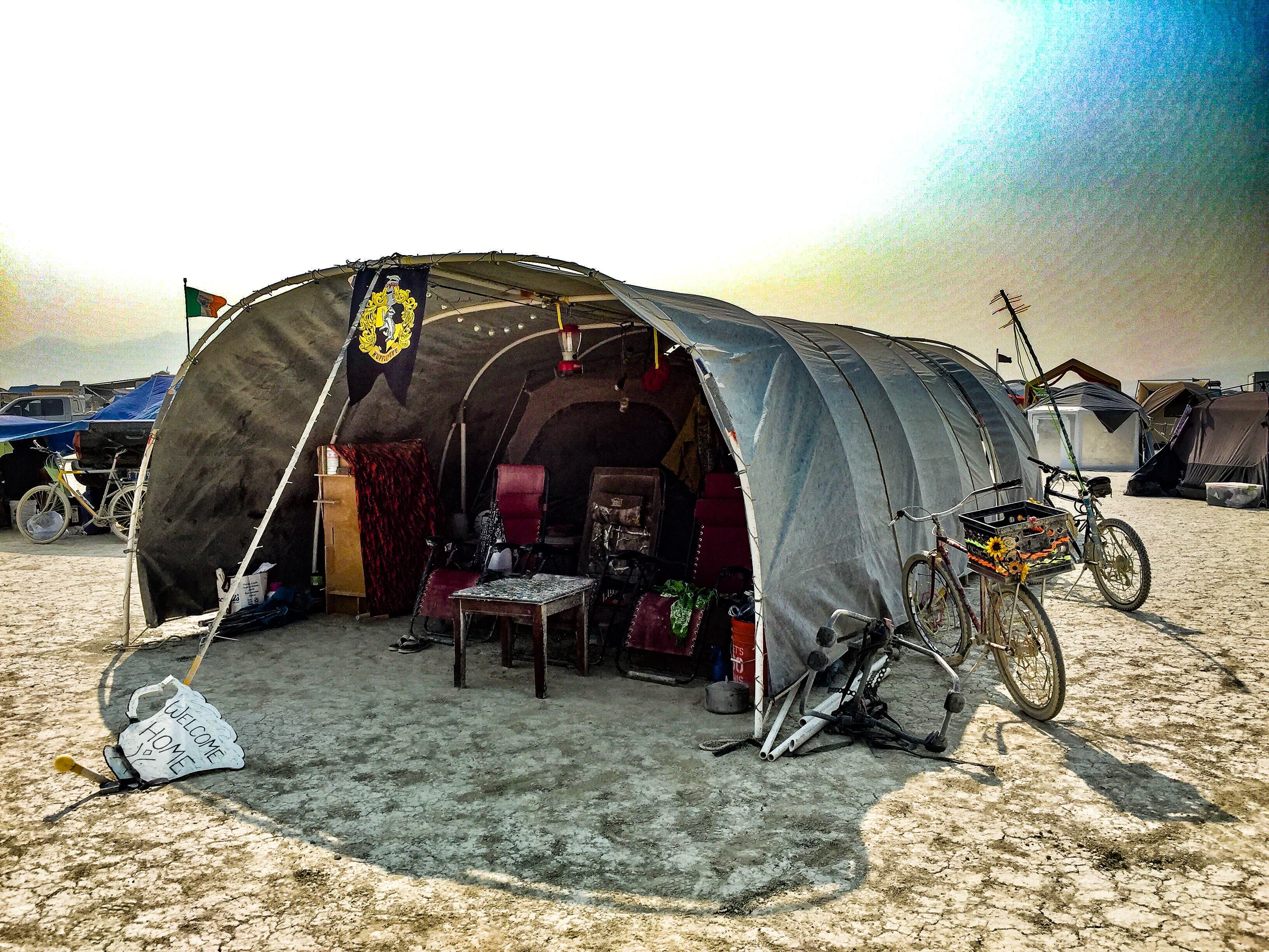 Gorilla Hut Design: monkey hut outside