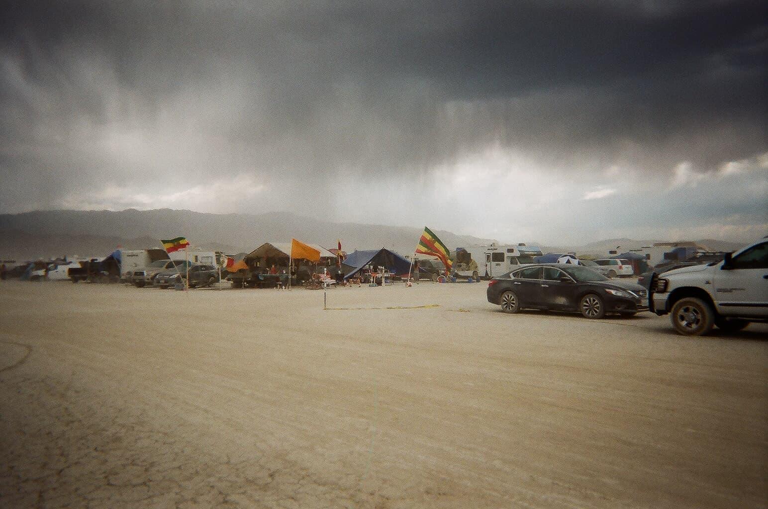 Gorilla Hut Design: storm resistance