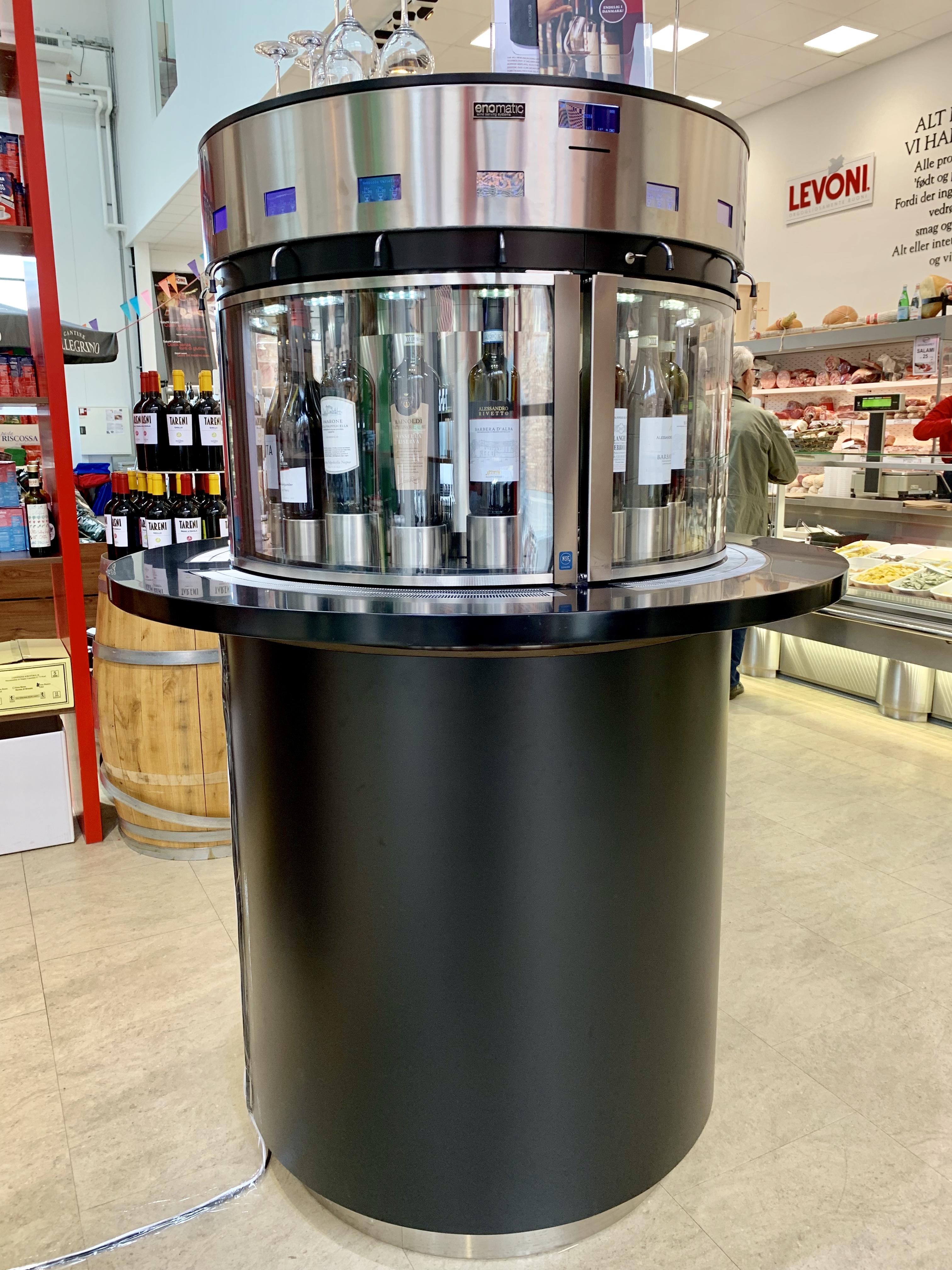 Stor dispenser til vin