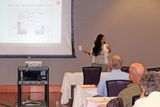 Marzieh Motallebi addresses audience at workshop.