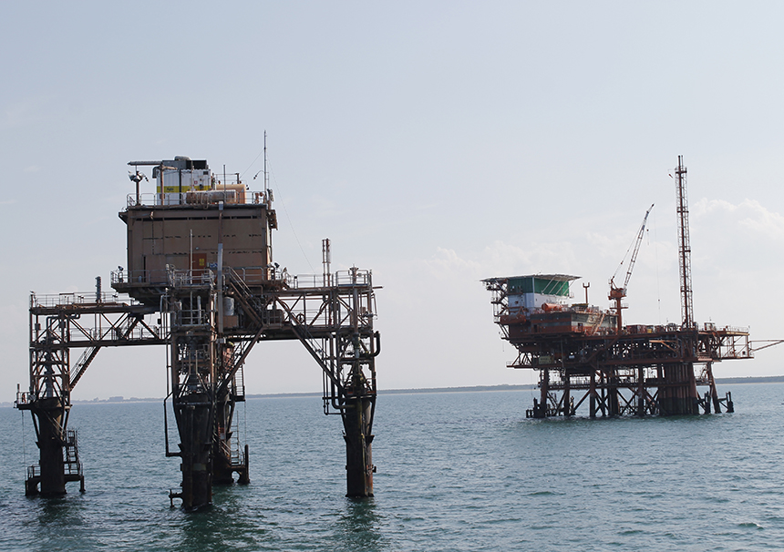 One offshore platform normally drills between 70 and 100 wells and discharges some 90,000 metric tons of drilling fluids and metal cuttings into the ocean. (istock)