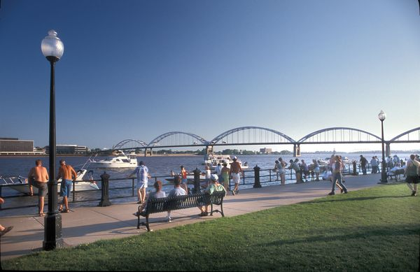 Davenport's unwalled riverfront is dominated by parks that absorb Mississippi River floodwater. (Photo courtesy of Visit Quad Cities)