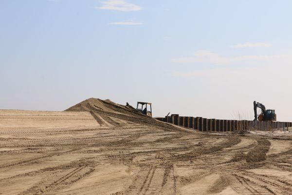 Beach replenishment and sand dune restoration is a mobile and green solution already in action at the Jersey Shore. A study for Delaware in 2001 found that $1 spent on beach replenishment would prevent $4 dollars in loss from retreat.