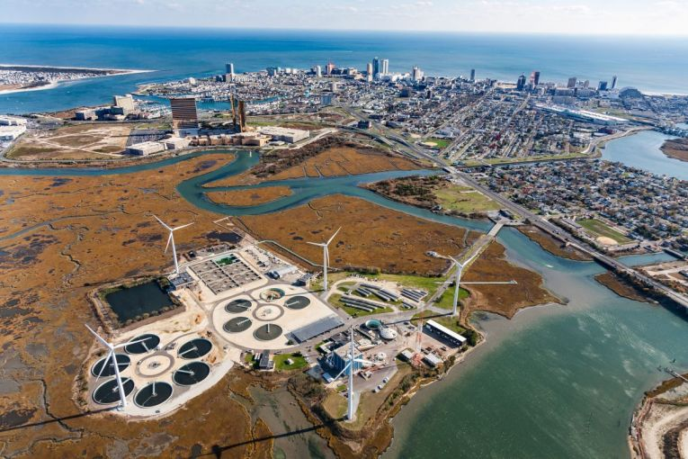The Atlantic County Utilities Authority wastewater treatment plant in New Jersey can process 151 million liters of sewage from Atlantic City (in the background) and 13 nearby communities every day. Water came within 15 centimeters of flooding the facility during Hurricane Sandy in 2012. The utilities authority is building a US $3.7-million sea wall to protect the plant in the future. Image by Alex MacLean. United States, 2019.