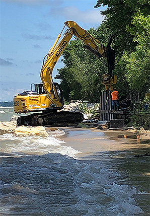 Workers construct a sea wall along Lake Michigan near South Haven, Mich. Photo credit: Daniel Cusick/E&E News