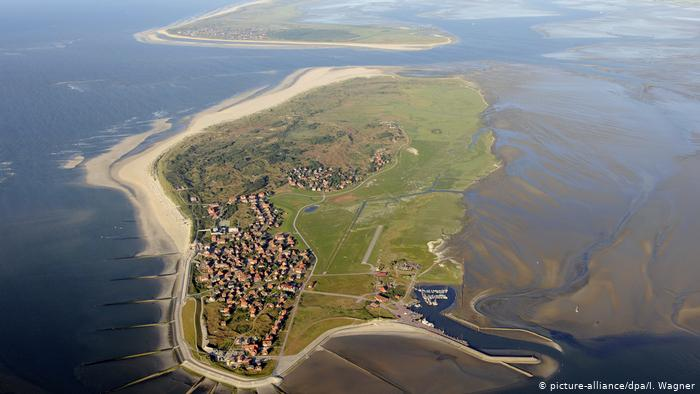 A mudflat with houses from above