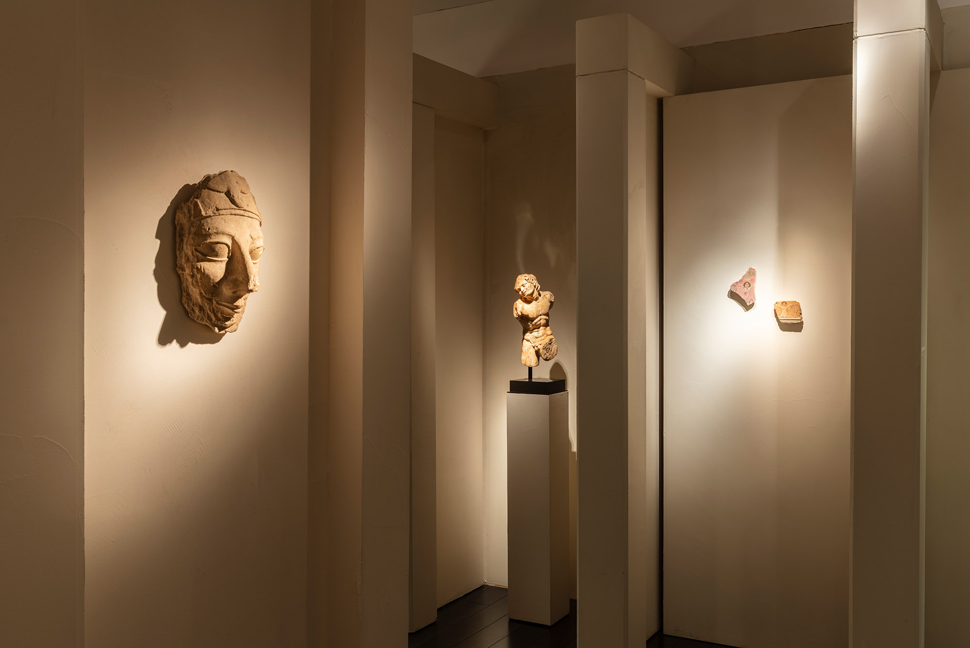 Wide angle photograph of White Crow Project's design for ArtAncient's exhibition, Wanderlust, at TEFAF Maastricht 2020