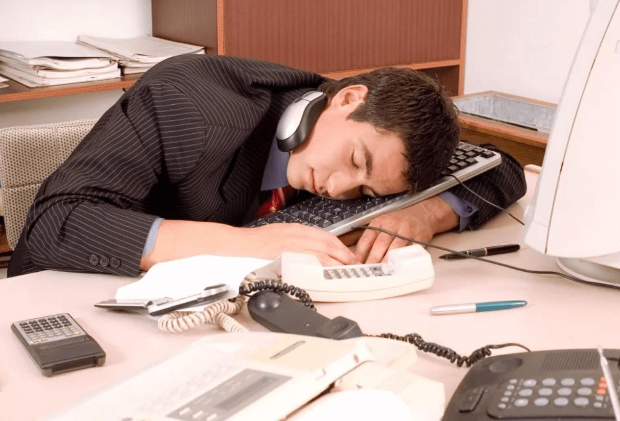 Как устаёт человек от стабильной работы и хочет уйти в букмекерские ставки