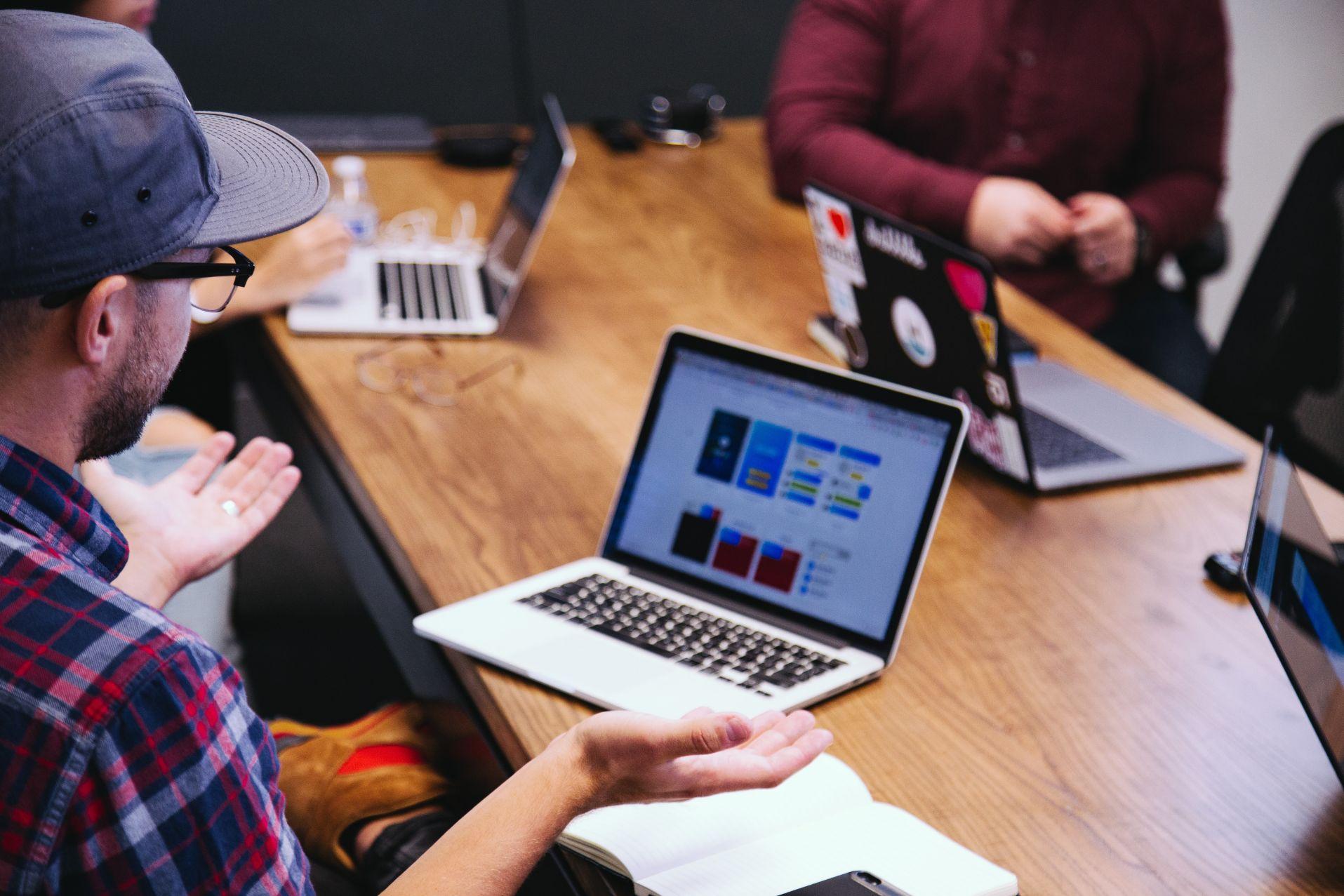 7 Tahap yang Perlu Diperhatikan untuk Menyelenggarakan Webinar