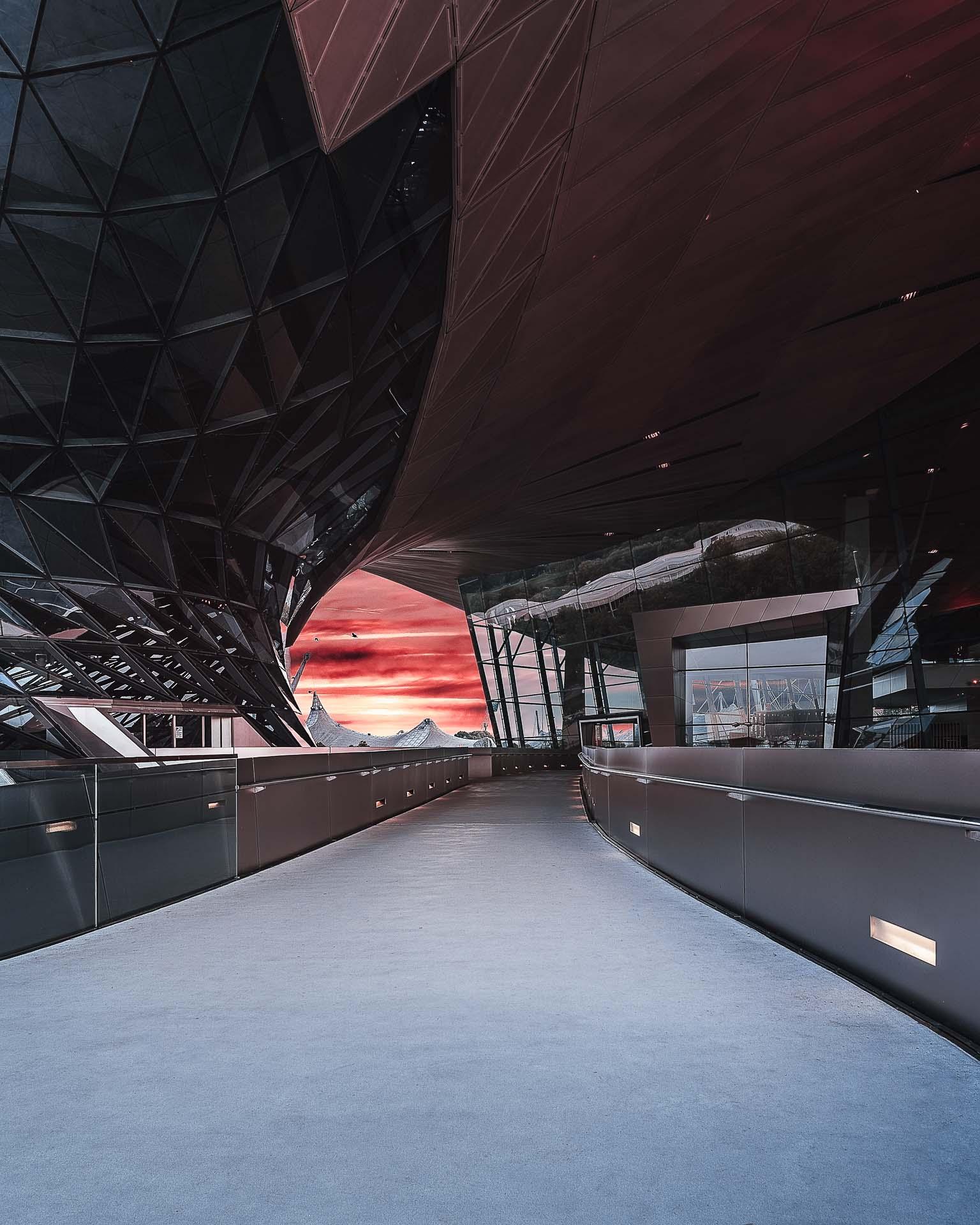 BMW Welt roter Abendhimmel