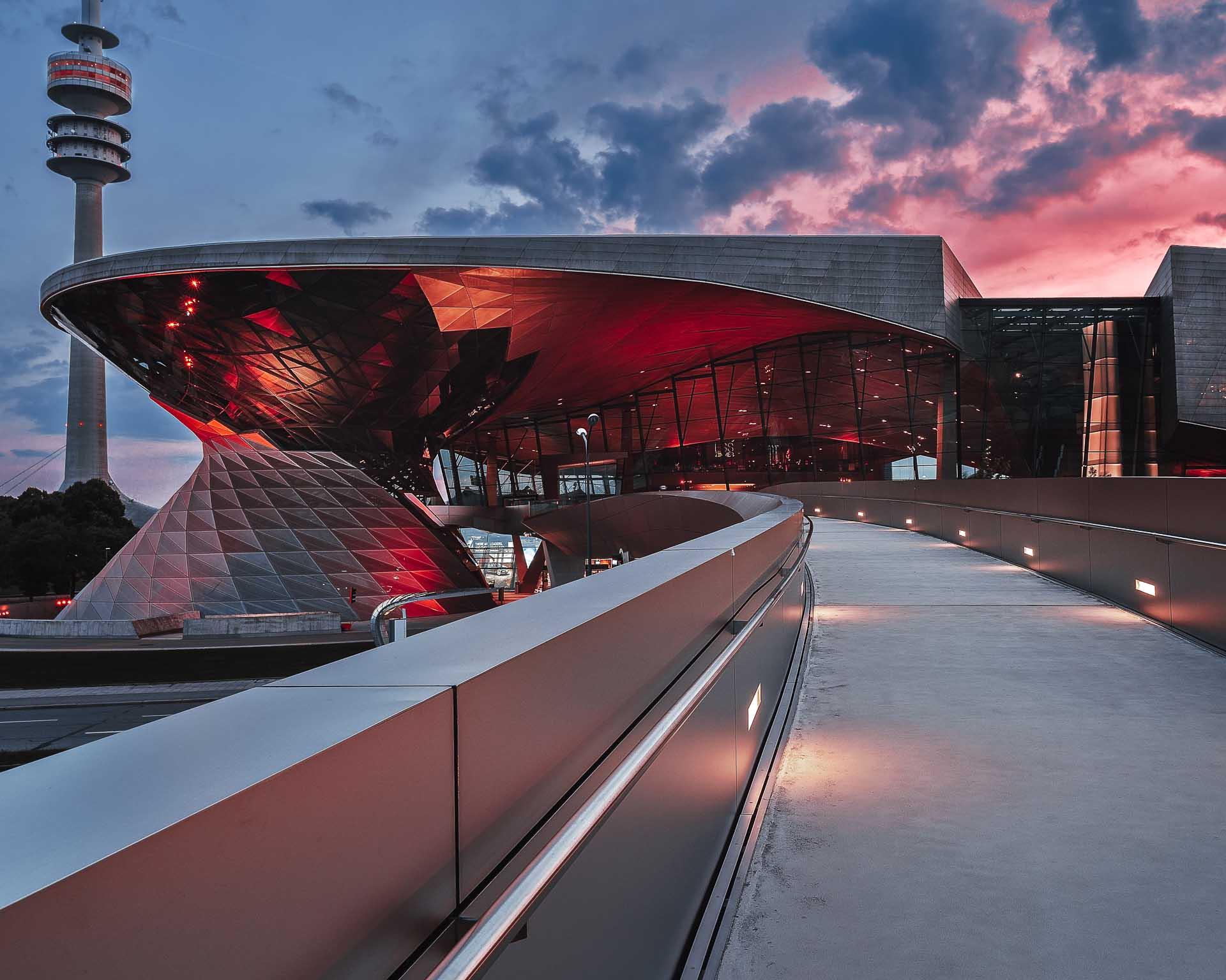 BMW Welt roter Sonnenuntergang