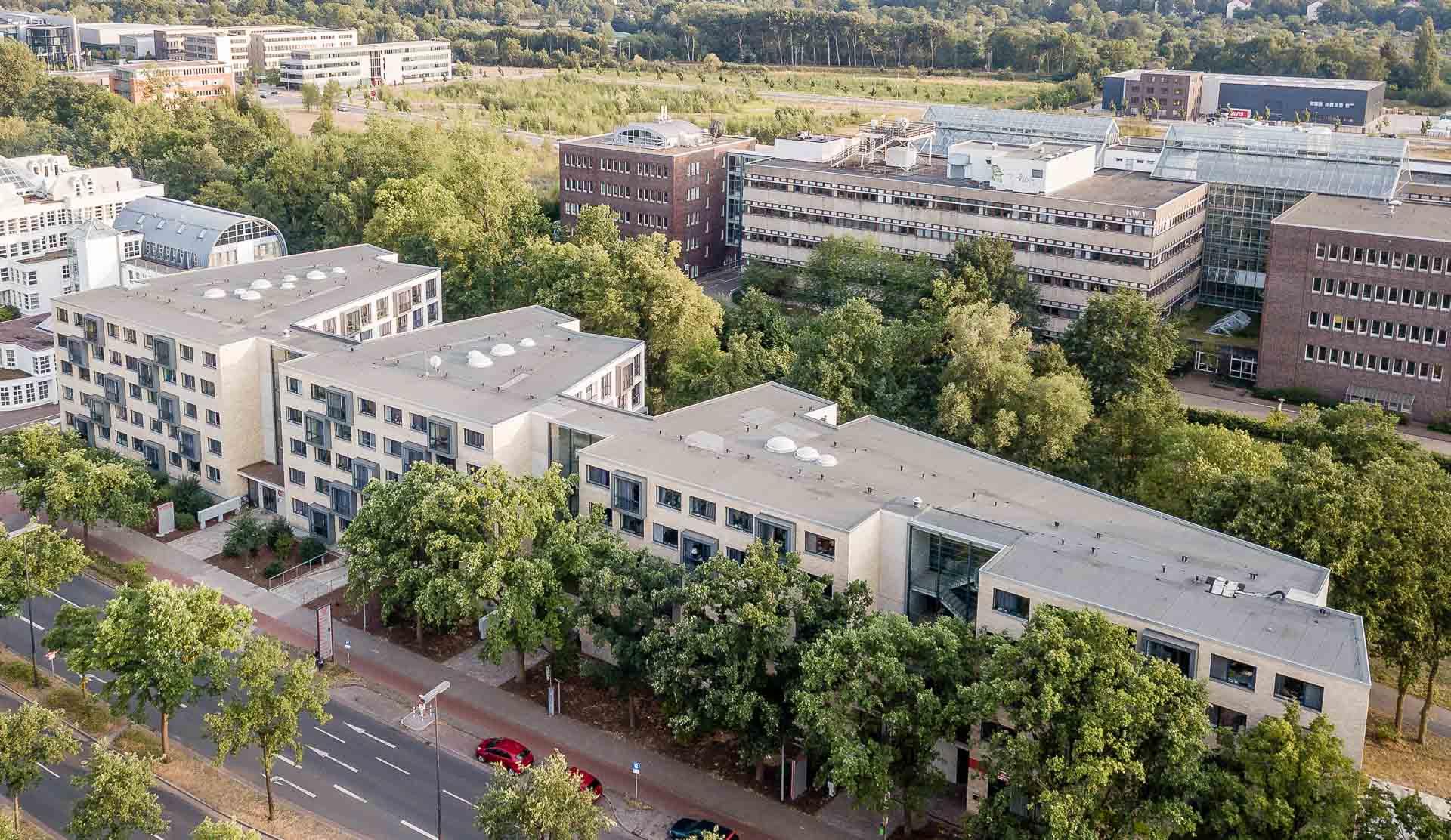 Luftaufnahme des THE FIZZ Bremen Gebäudes seitlich