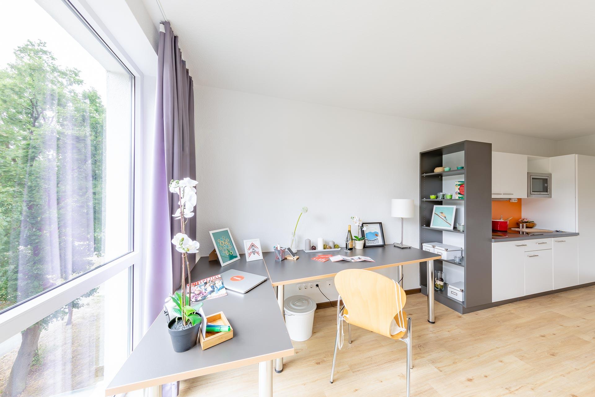 THE FIZZ Bremen Small Apartment - Arbeitsbereich