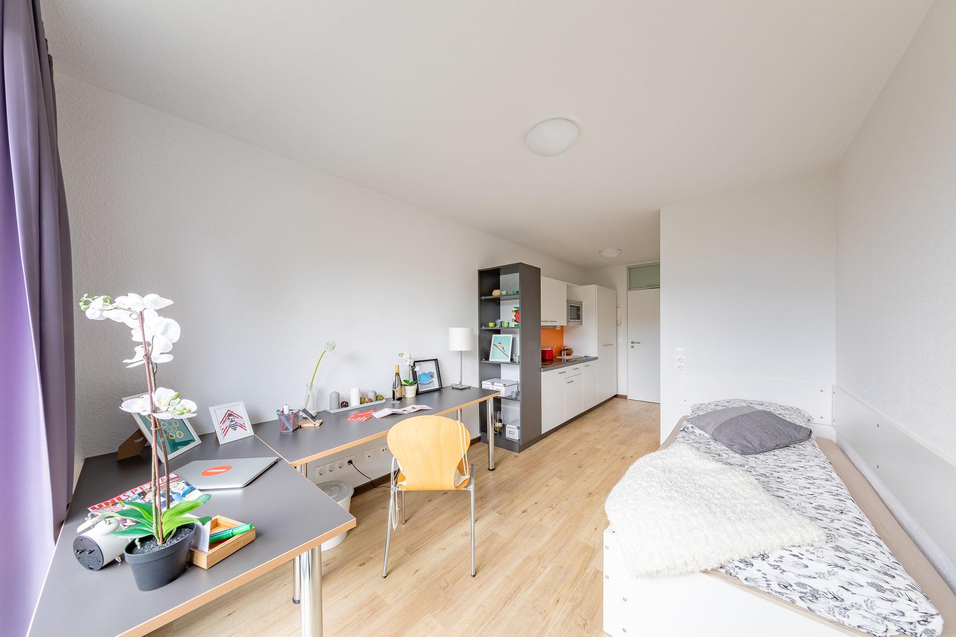 THE FIZZ Bremen Small Apartment - Wohn-, Schlaf- & Arbeitsbereich