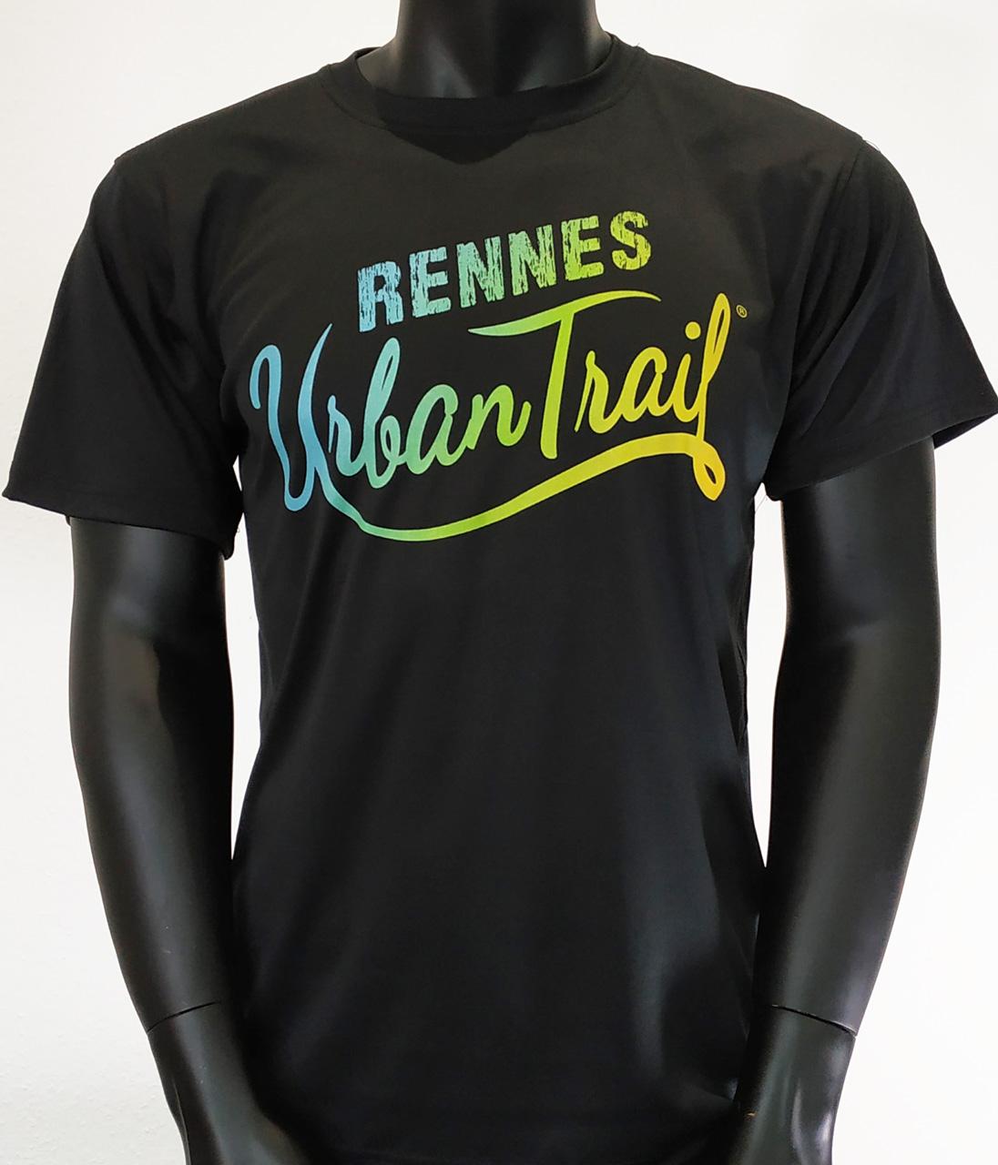 Impression digitale directe sur t-shirt technique noir en 100% polyester. L'encre s'intègre dans la fibre etgarde tout sa souplesse.