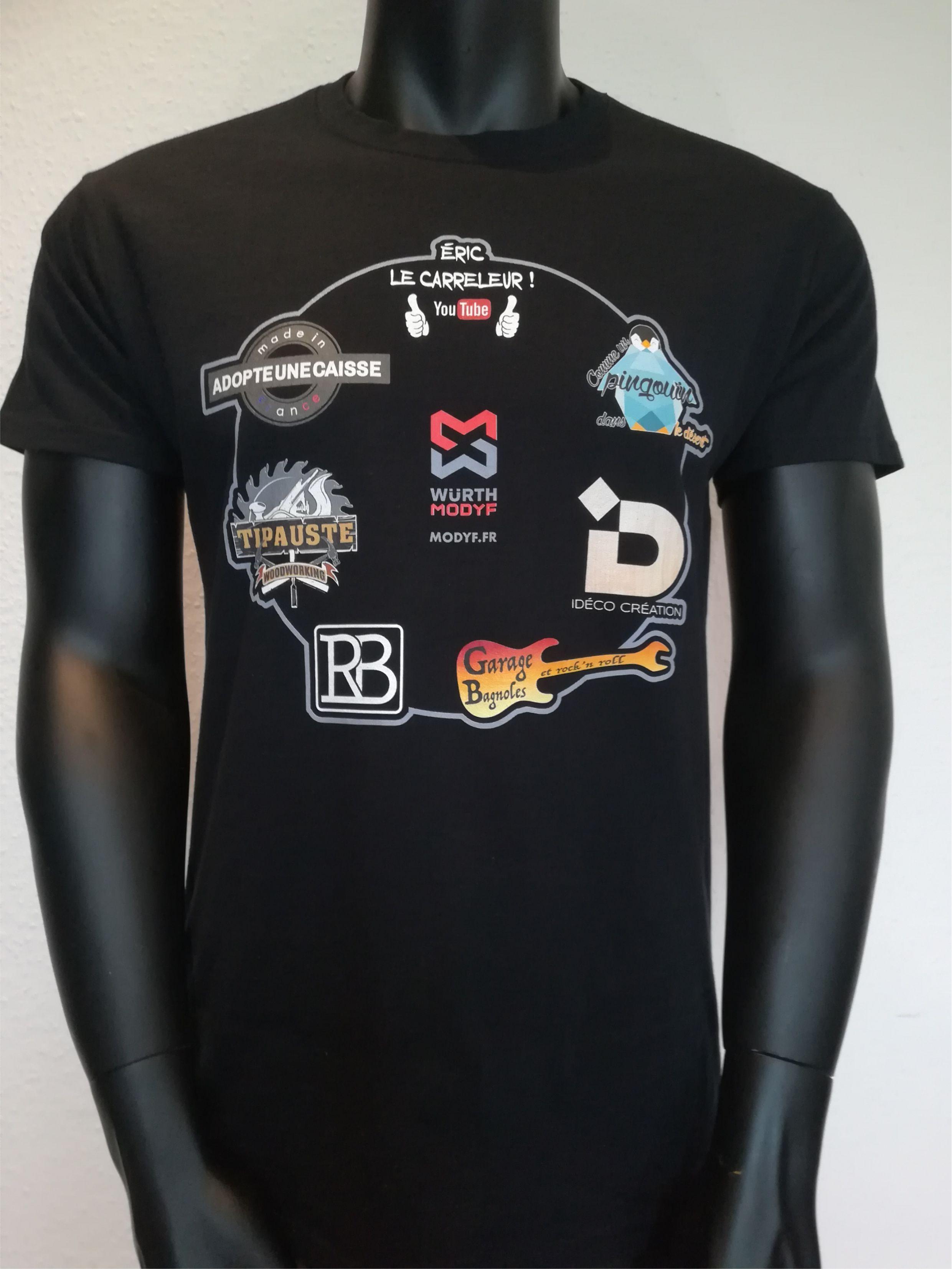 T-shirt noir coton avec impression directe DTG. Encore un exemple parfait devisueldestinéaêtreseulementréaliséenimpressiondigitaleDTG.