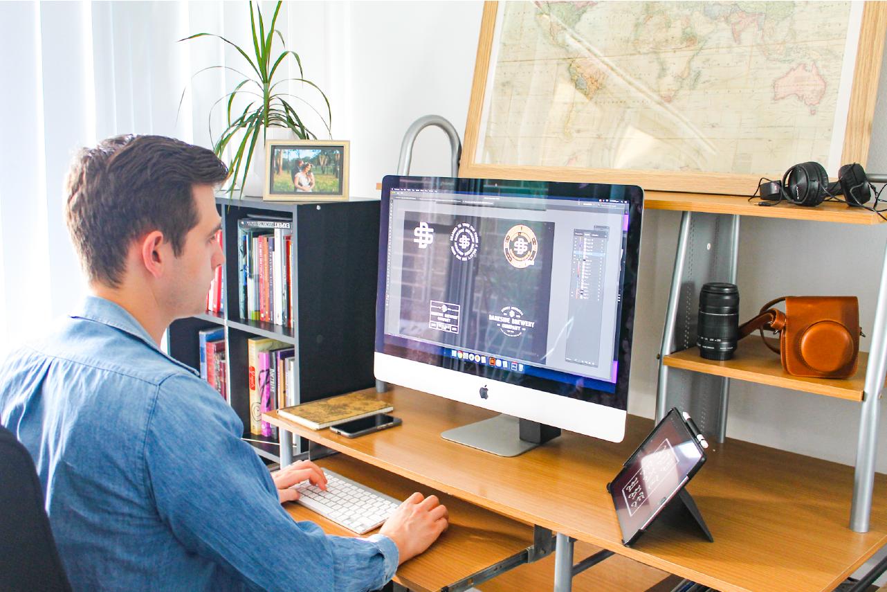 Jonathan Waterworth Designs Web & logo Designer Peakhurst