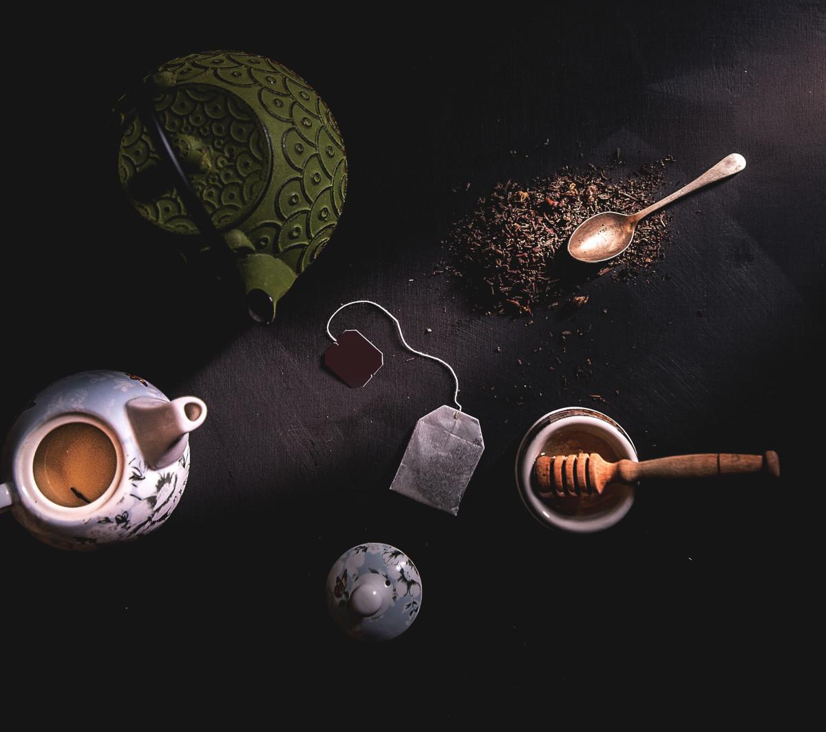 tetera y té negro