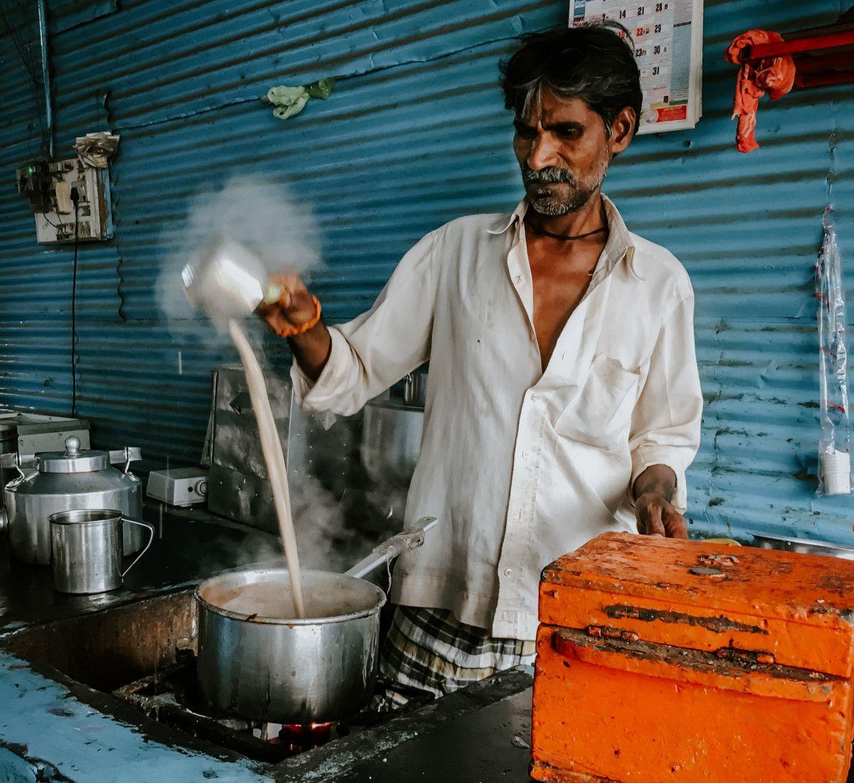 un chai wallah o tenderete de té