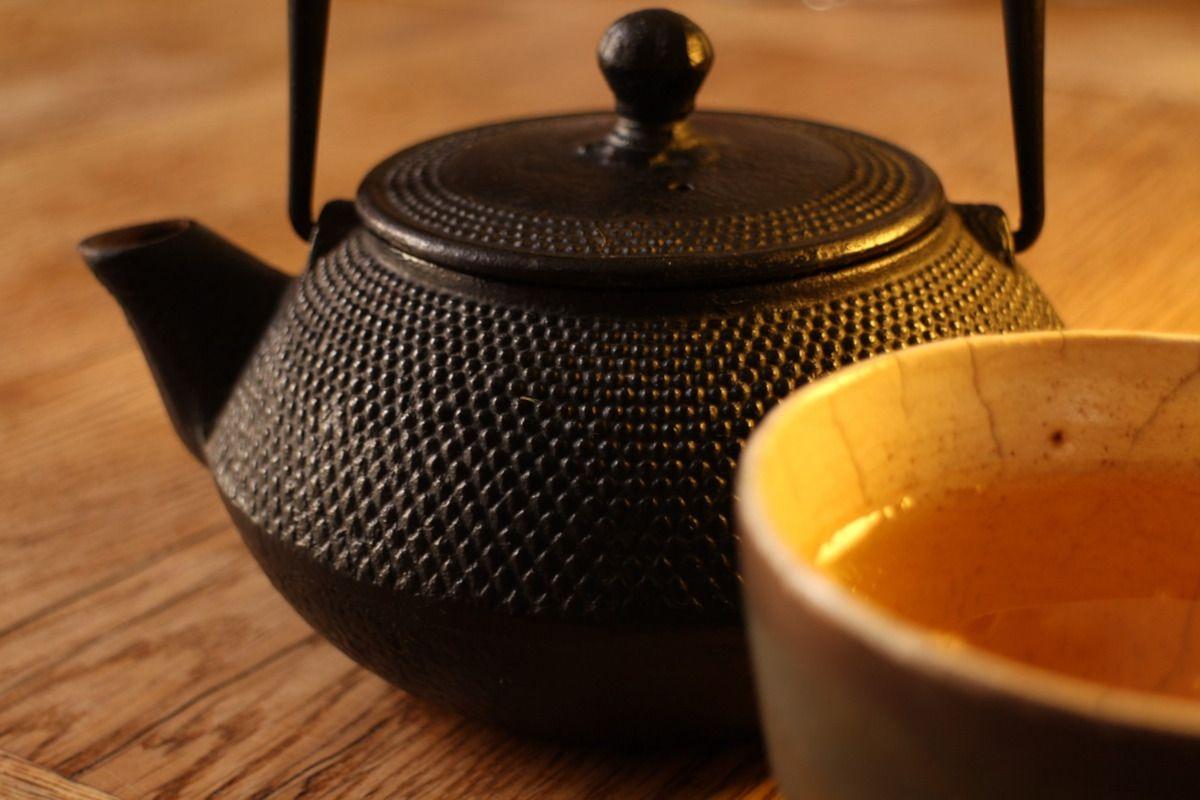 tetera de hierro forjado un gadget esencial para el té