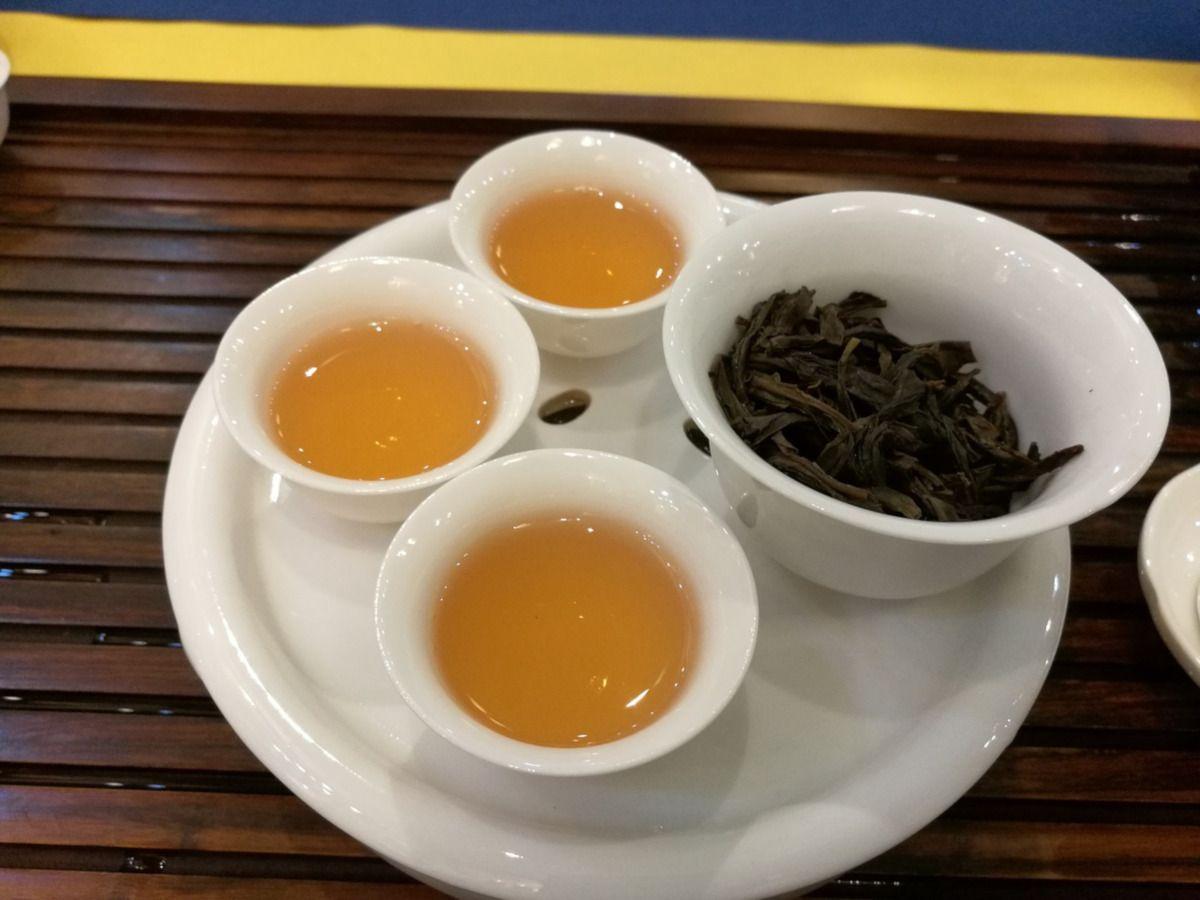 tazas chinas con té azul