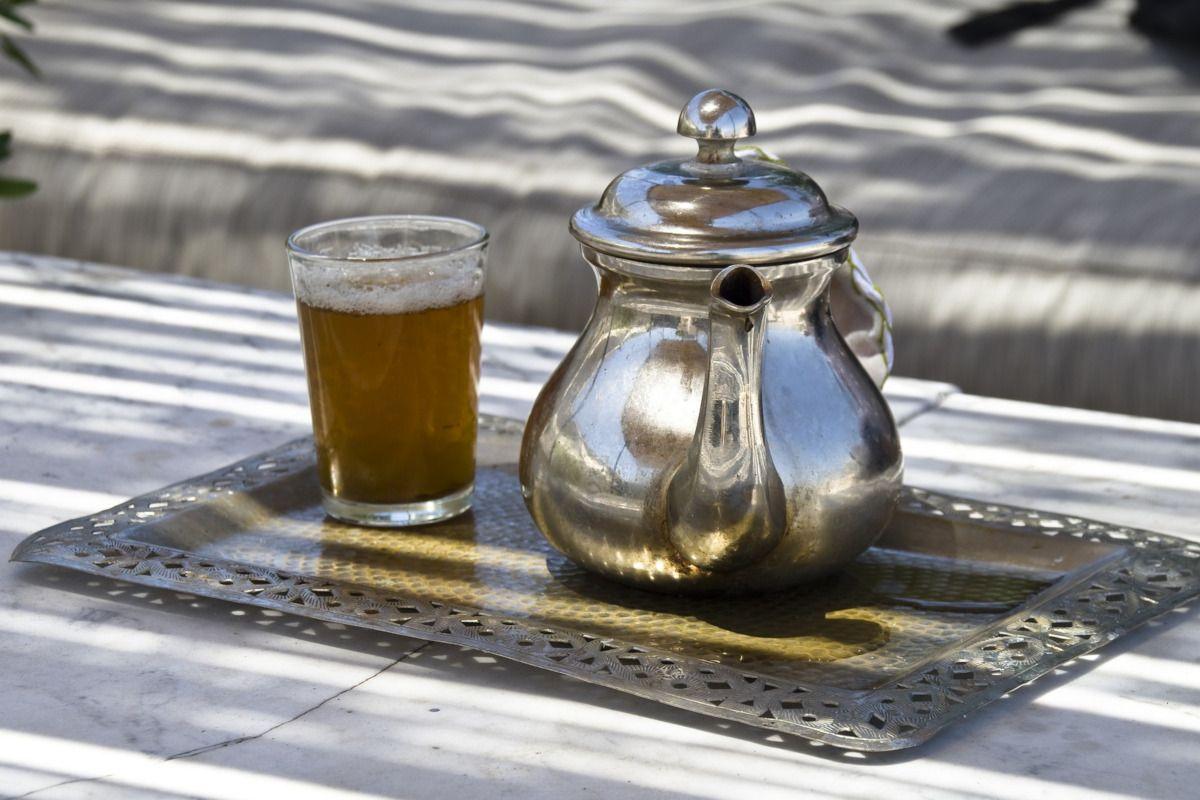 Té moruno, cómo preparar la bebida de la hospitalidad en el Magreb